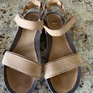 Teva Tan Leather 8.5